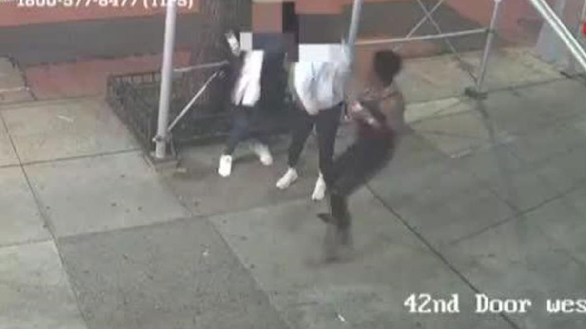 ABD'de yine polis şiddeti! Asyalı kadını çekiçle darbetti