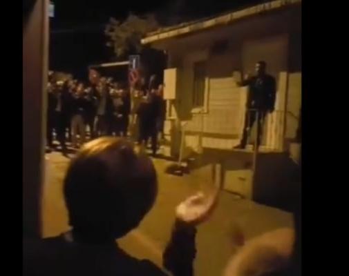 Akşener'in evinin önünde gergin dakikalar!