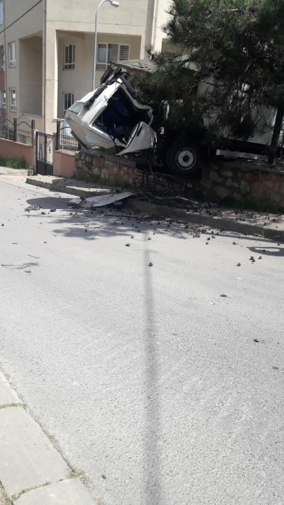 Çevredekiler canını zor kurtardı, Maltepe'de kontrolden çıkan kamyonet korku dolu anlar yaşattı