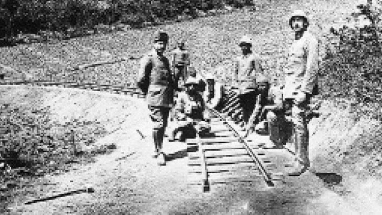 Demiryolları Yunanların elinde, Türkler kağnılarla cephe yolunda