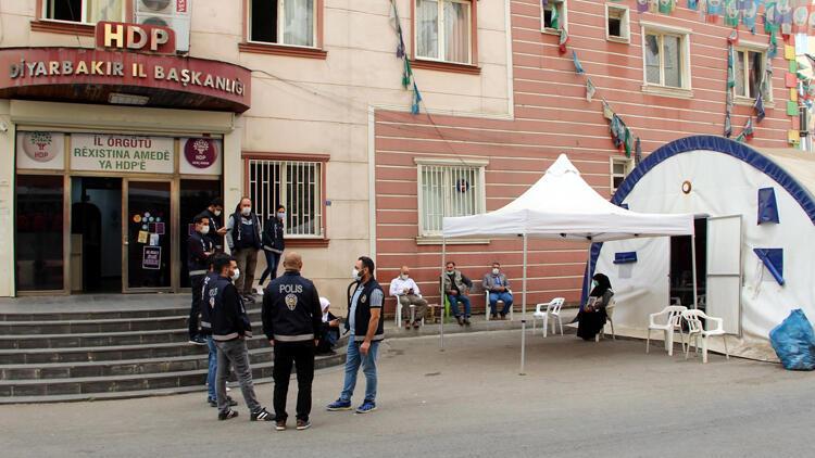 Diyarbakır'da HDP önündeki eylemde 425'inci gün
