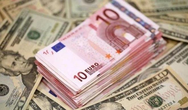 Dolar ve Euro Önüne Geçilemiyor
