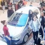 Genç kızlar sokak ortasına saç başa girdi! O anlar kamerada