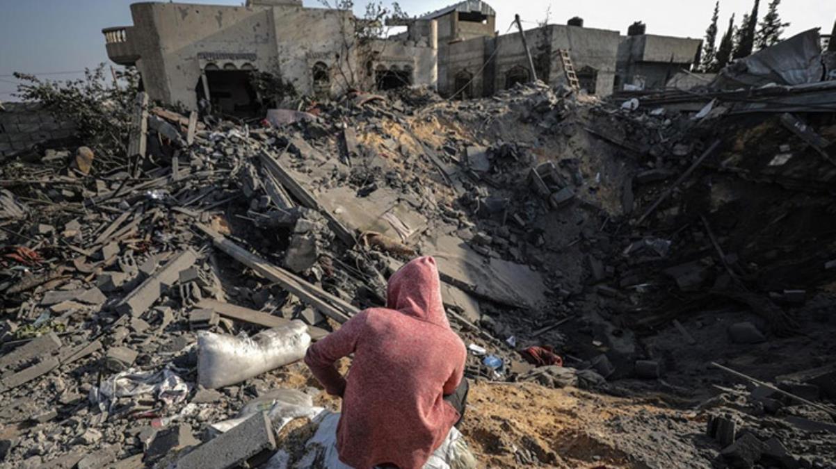 Kaderin böylesi! Ölenlerin fotoğrafını çeken Gazzeli genç, kardeşlerini kaybettiğini öğrendi