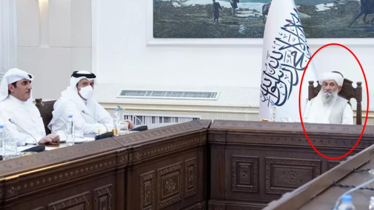 Katar heyetini ağırlayan Taliban'ın yeni başbakanı Molla Muhammed Hasan Akhund ilk kez kameralar karşısına geçti