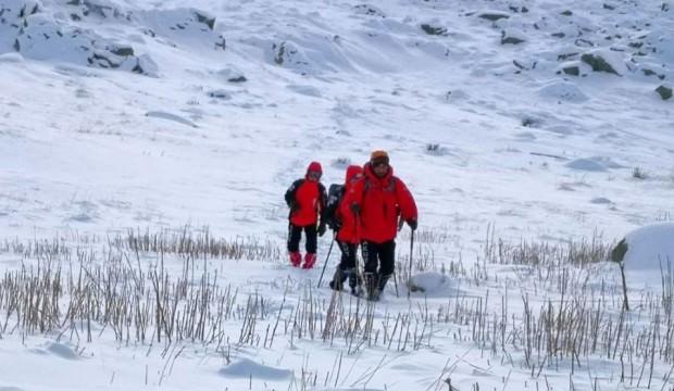Kayıp dağcıları arayan AKUT ekibi mahsur kaldı