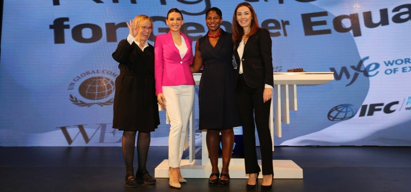 Rönesans Holding, Yönetim Kurulu Başkanı Sayın İpek Ilıcak Kayaalp BM Kadının Güçlendirilmesi Prensipleri'ni imzalamasıyla iş dünyasında cinsiyet eşitliğinin önemini vurguladı.