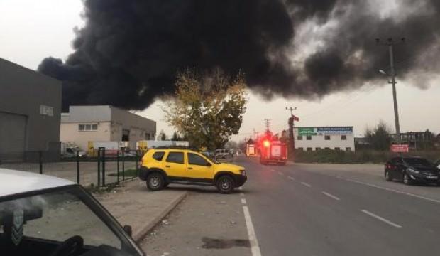 Sakarya'da, geri dönüşüm fabrikasında yangın