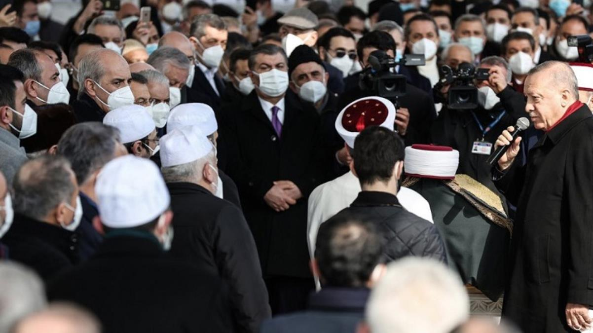 Son Dakika: Sağlık Bakanı Koca, Muhammed Emin Saraç'ın cenazesindeki kalabalık görüntülerle ilgili özür diledi
