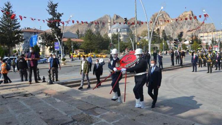 Tokat'ta, Atatürk Anıtı'na çelenk konuldu