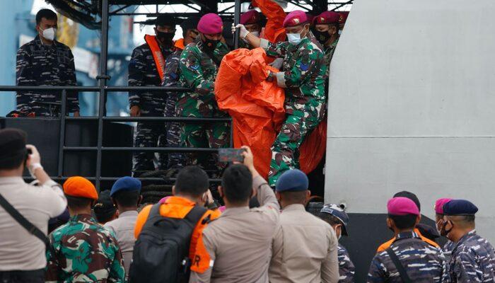 Endonezya\'da düşen uçakla ilgili son dakika gelişmeleri! Düşen uçağın deniz altındaki görüntüleri