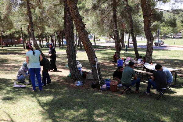 Vaka sayısının arttığı Gaziantep'te mesire alanlarına akın ettiler