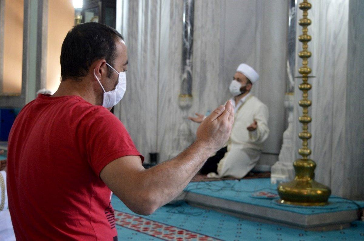 15 Temmuz şehitleri için hatim duası yapıldı, mevlit okundu