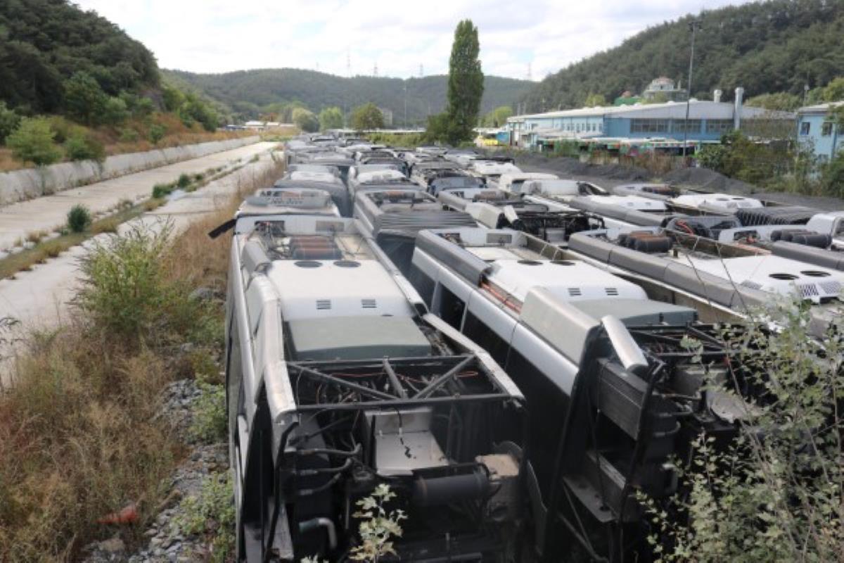 50 otobüs çürümeye terk edildi Muhalefet Kadir Topbaş'ı suçladı, iktidar kanadı sessizliğini koruyor