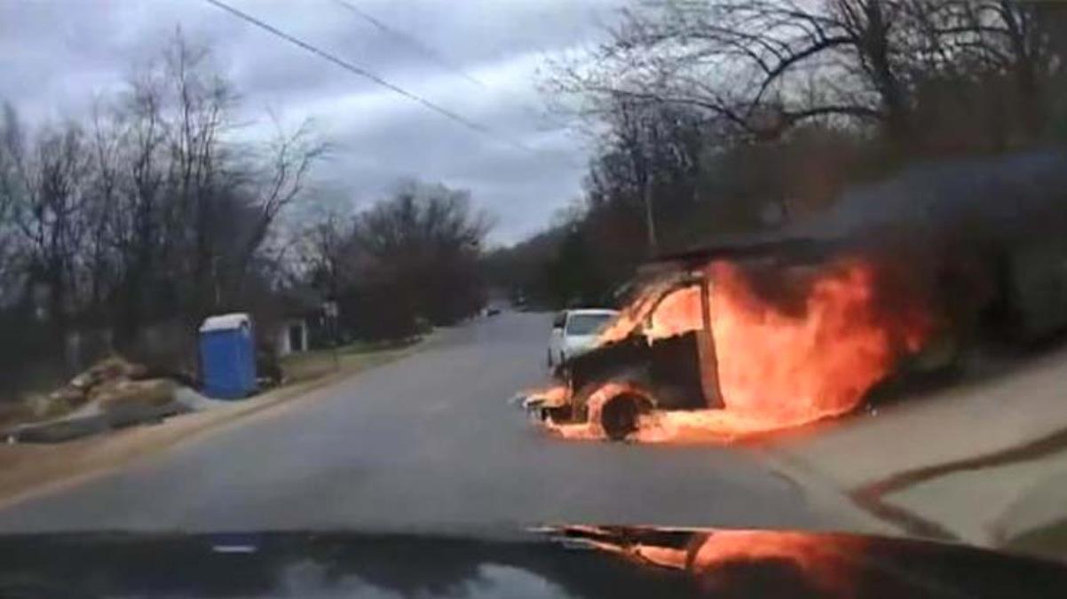 Alev alıp yokuş aşağı hareket eden kamyonet, korku dolu anlar yaşattı