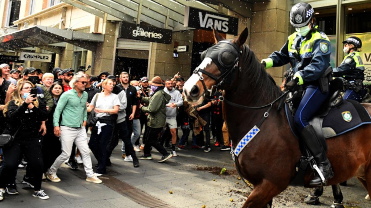 Avustralya'da koronavirüs vakalarının artmasıyla karantina geri döndü! Halk sokaklara döküldü