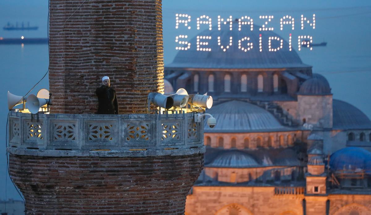 Ayasofya Camii'nde 87 yıl sonra ilk iftar ezanı okundu