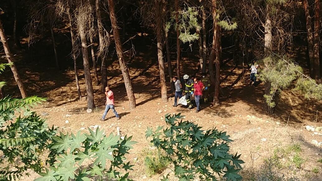 Baba ile 7 yaşındaki kızı, ayrı ilçelerde ağaca iple asılı halde ölü bulundu