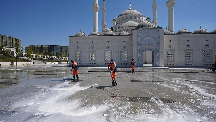 Başakşehir'de camilerde bayram temizliği