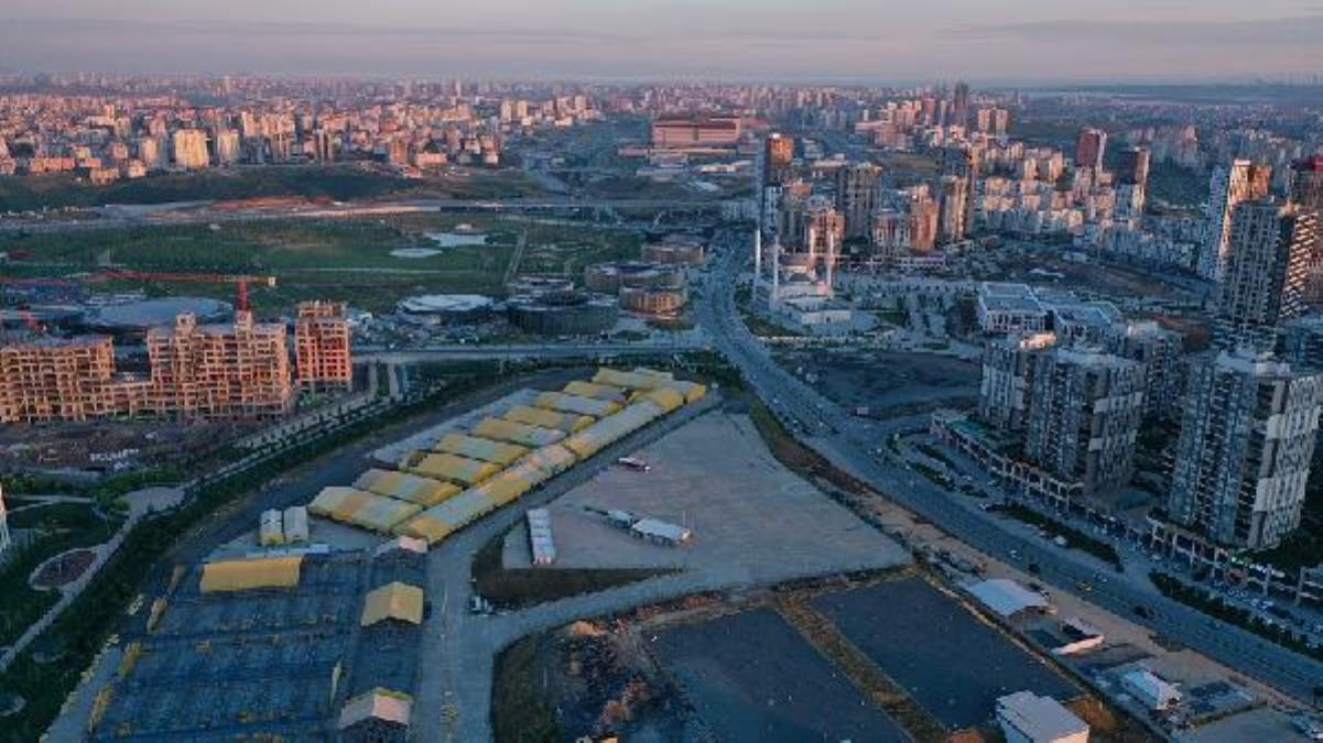 Başakşehir'de kurulan kurbanlık pazarı ilçe belediyesi ile İBB'yi karşı karşıya getirdi