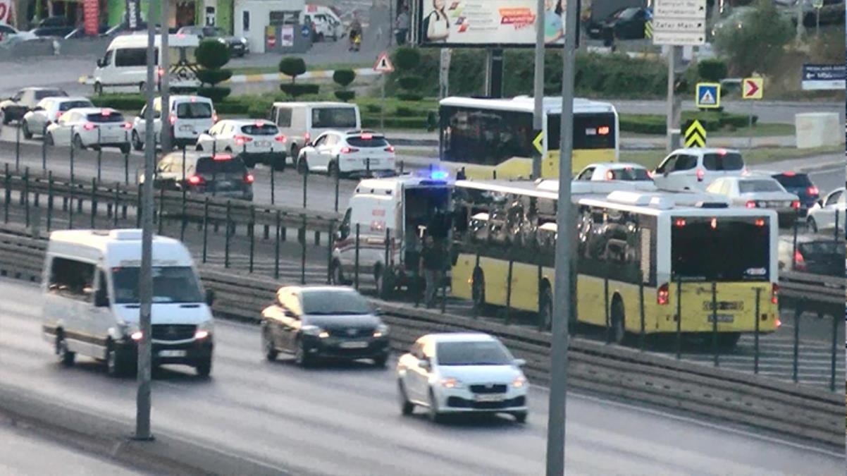 Beylikdüzü'nde tellerden atlayıp yola giren bir yayaya metrobüs çarptı
