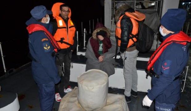 Botları su alan göçmenleri balıkçılar kurtardı