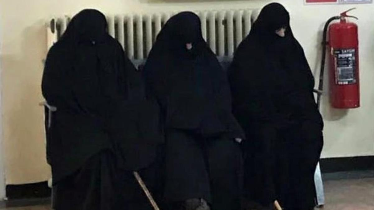 Çarşaflı kadınların fotoğrafını paylaştığı iddia edilen doktora hakaretten yargılanan sanıklar beraat etti