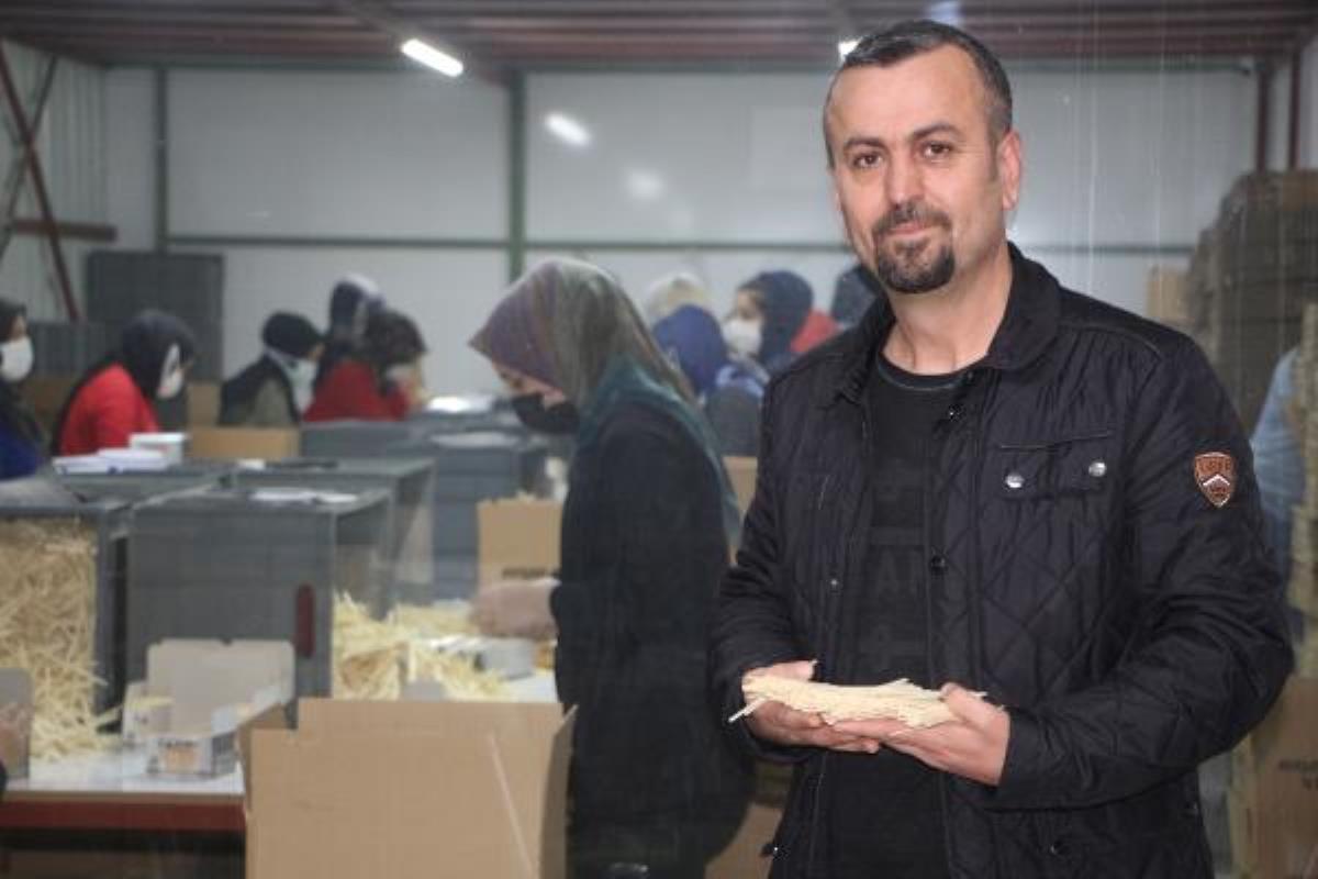 Çin'den getirtip sattığı ahşap karıştırma çubuklarını, kendisi üretmeye başladı