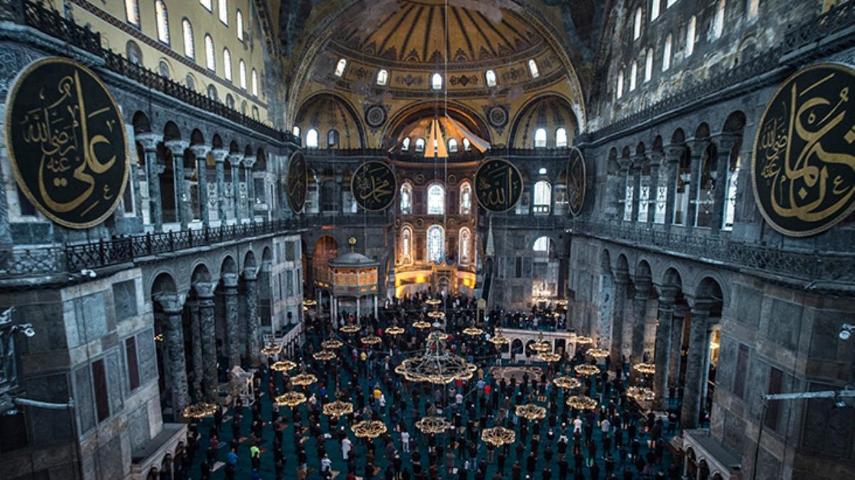 Cumhurbaşkanı Erdoğan'ın 'Taçlı yıldızımız' dediği Ayasofya Camii yeni çehresiyle hayran bıraktı