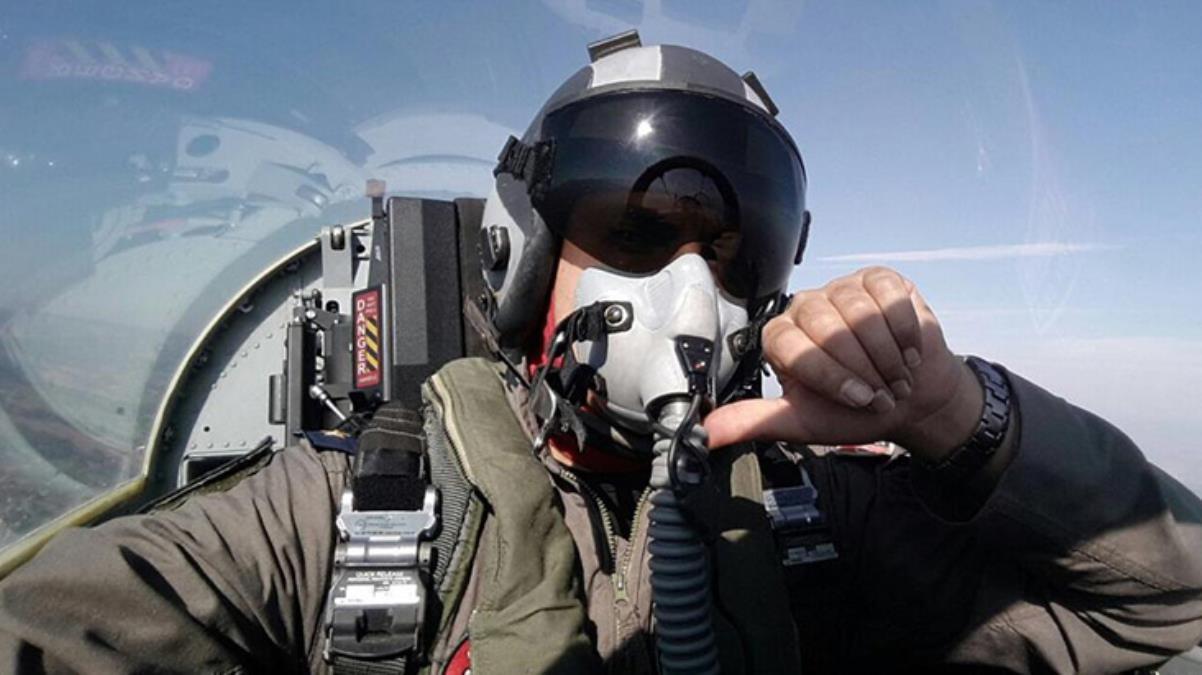 Düşen gösteri uçağında şehit olan pilotla ilgili yürek yakan gerçek! Kaza günü annesinin kendisini izlemeye gelmesini istememiş