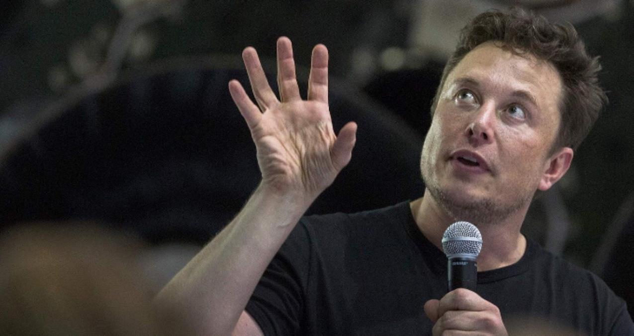 Elon Musk, bir maymuna telepatik yolla oyun oynamayı öğretme aşamasında
