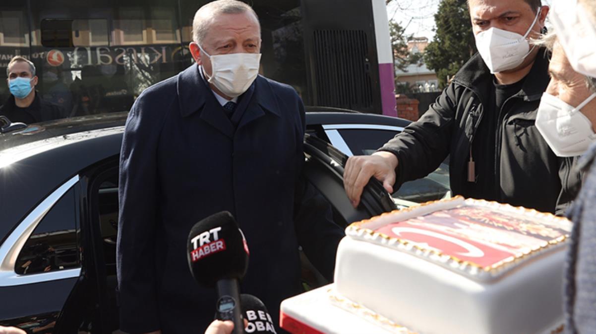 Esnaftan Cumhurbaşkanı Erdoğan'a doğum günü sürprizi! Durdurup pasta kestiler