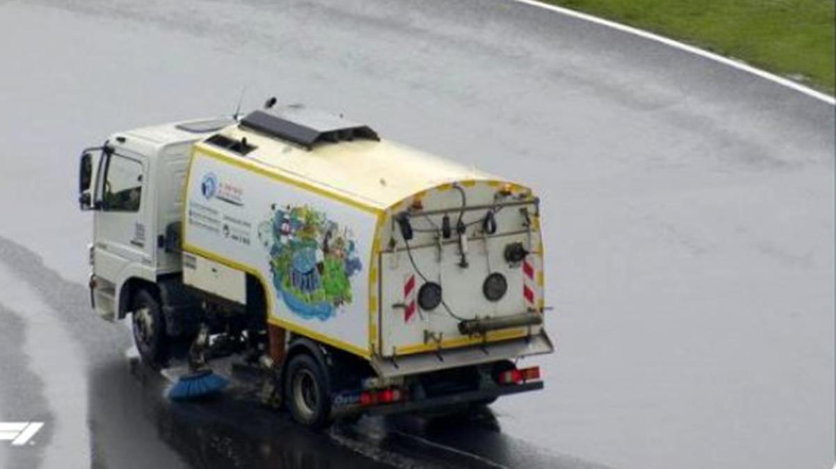 Geçen yıl ki Formula 1 organizasyonuna damga vuran temizlik aracı tekrar pistte! Şoför o anları anlattı