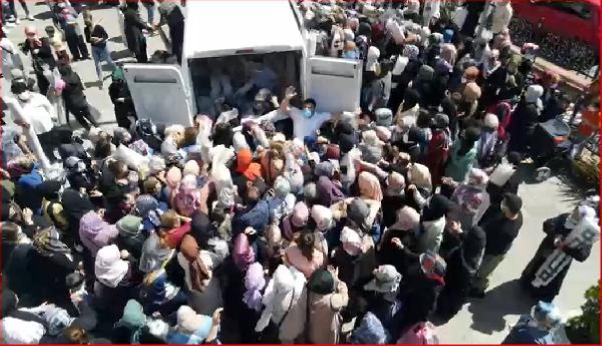 Görüntü İstanbul'dan! 200 TL'lik halıyı 39 TL'ye indiren mağaza izdihama neden oldu