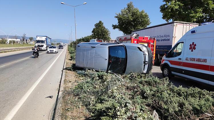 Hafif ticari aracın sürücüsünün yaralandığı kaza kamerada