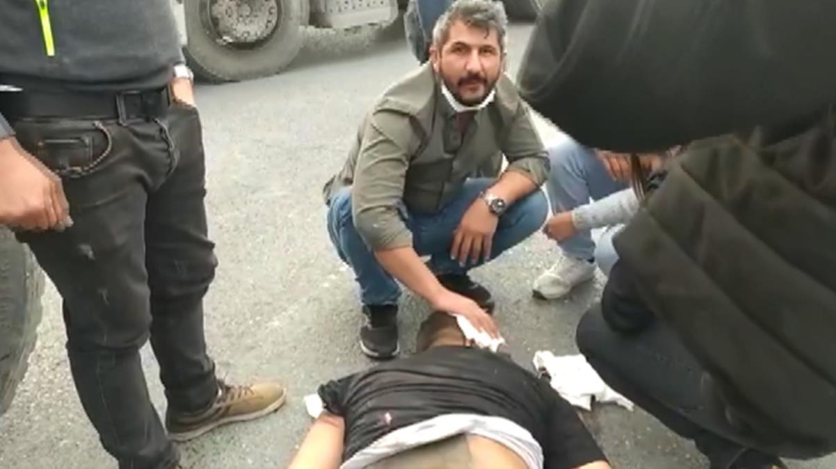 Hafriyat kamyonuna arkadan çarpan otomobilde bulunan yolcu yola fırladı