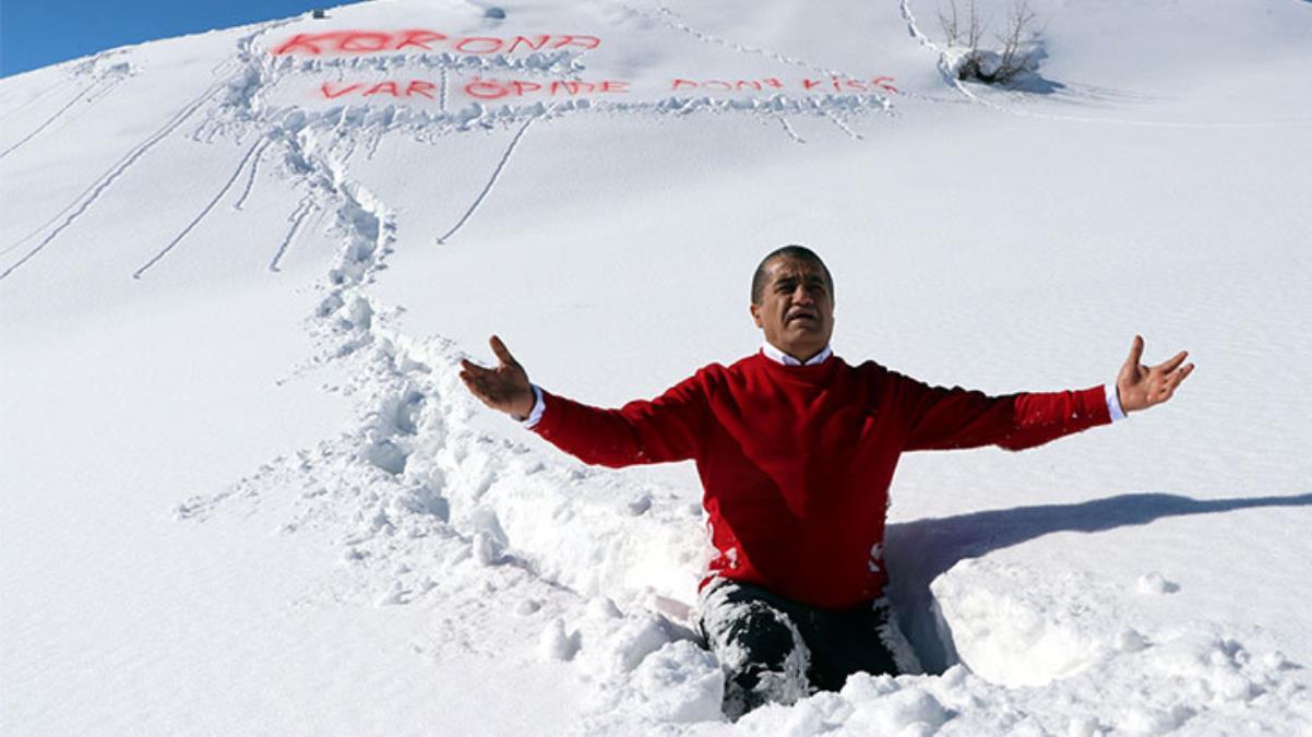 Hakkari'nin karlı dağlarında 'Koronavar öpme' klibi çeken ünlü türkücü Aydın Aydın, virüsten kaçamadı