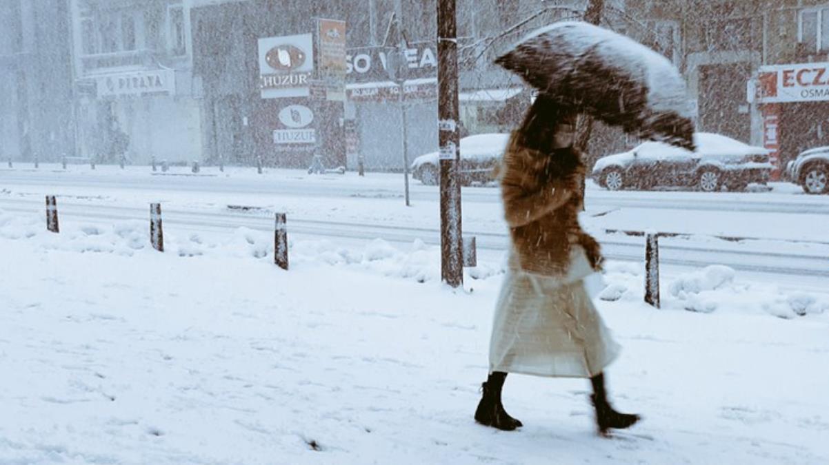 İstanbul'da kar yağışıyla ilgili tahminlerde değişiklik: Cuma sabahına kadar devam edecek
