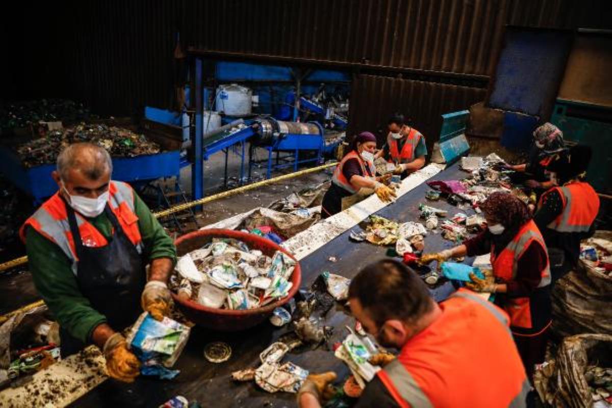 İstanbul'da üretilen 18 bin ton evsel atığın dönüşüm yolculuğu