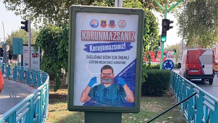 Jandarma Covid-19 ve trafik kazalarına karşı afiş astırdı