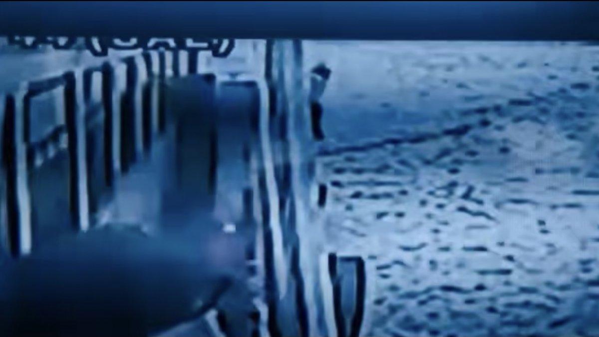 Kadıköy'de genç kadın vapurdan atladı