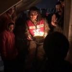 Kadın jandarma personelinden depremzede çocuğa doğum günü sürprizi