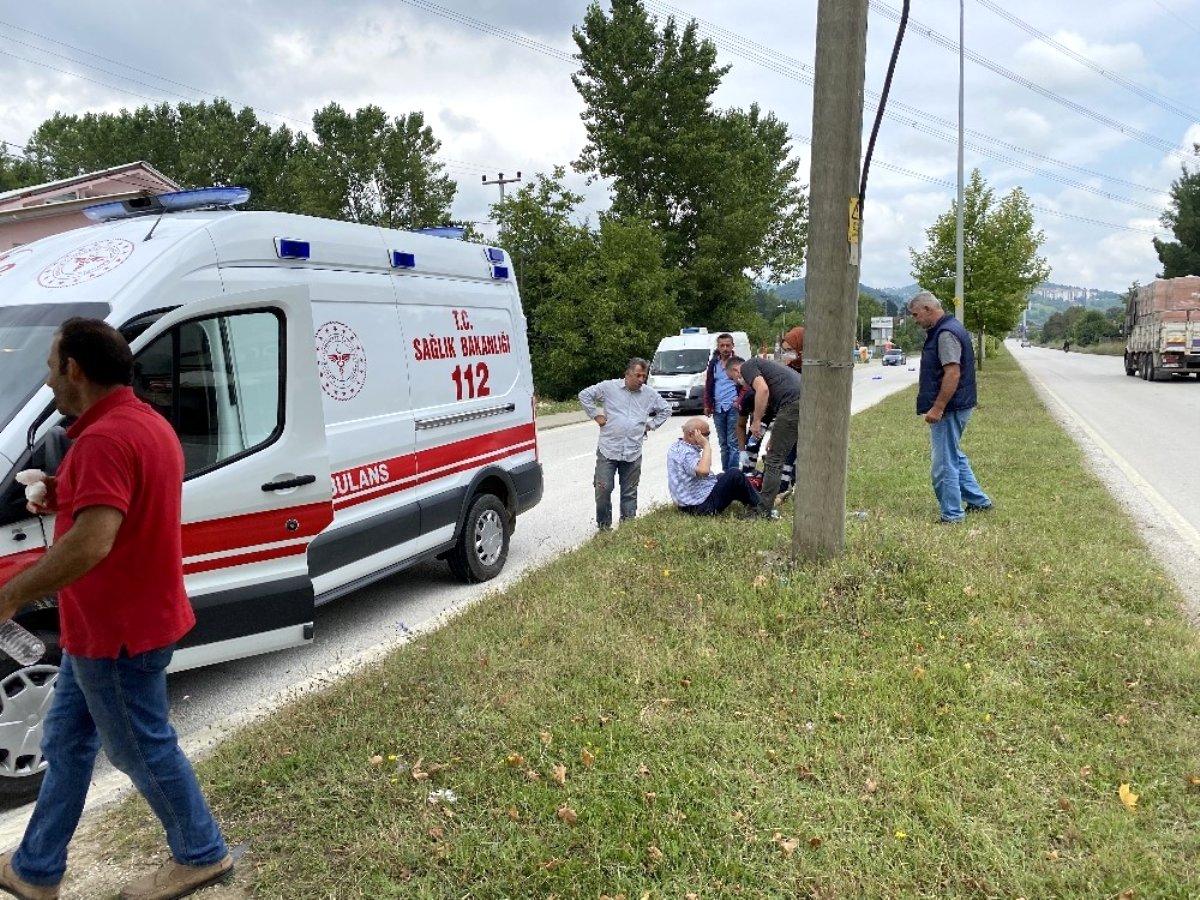Karşıdan karşıya geçmeye çalışan dede ve toruna otomobil çarptı: 1'i ağır 3 yaralı