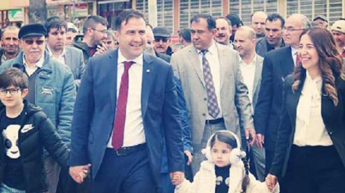 Konya'da 'yırtılan afiş' nedeniyle öldürülen belediye başkanının annesi: Torunlarım karnelerini babalarının mezarına götürdü