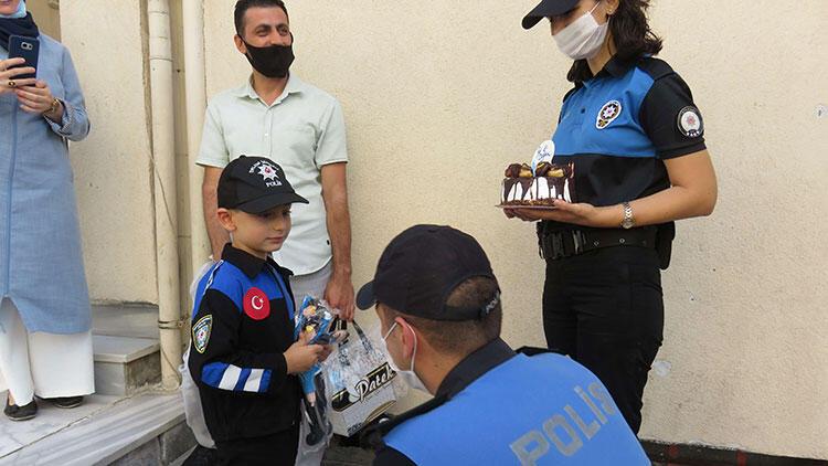 Küçük çocuğa olmak istediği meslekten sürpriz doğum günü kutlaması