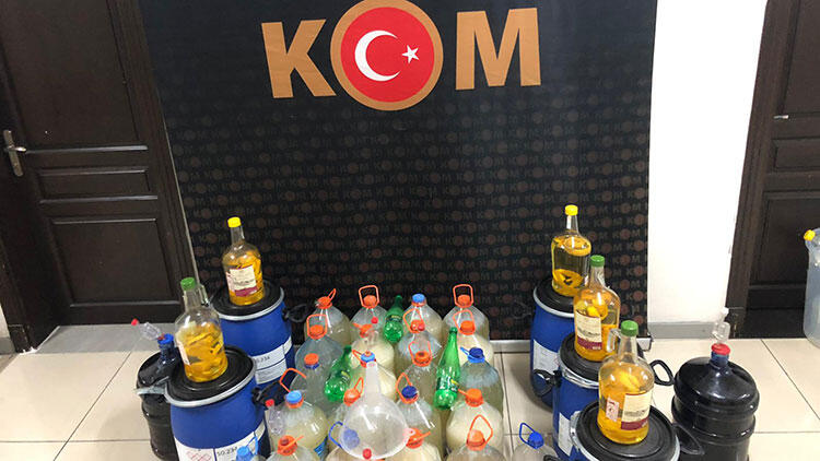 Mersin'de apartman dairesinde 425 litre sahte içki bulundu