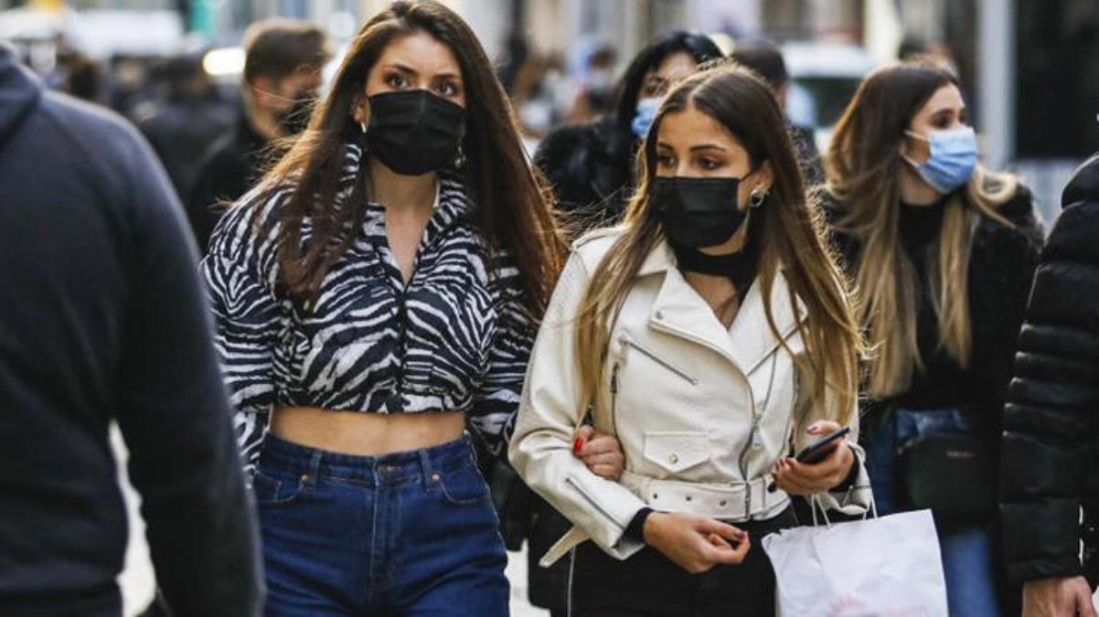Normalleşme bekleyen İstanbullulara kötü haberi Bilim Kurulu üyesi verdi: Tam açılmayı konuşmak için erken