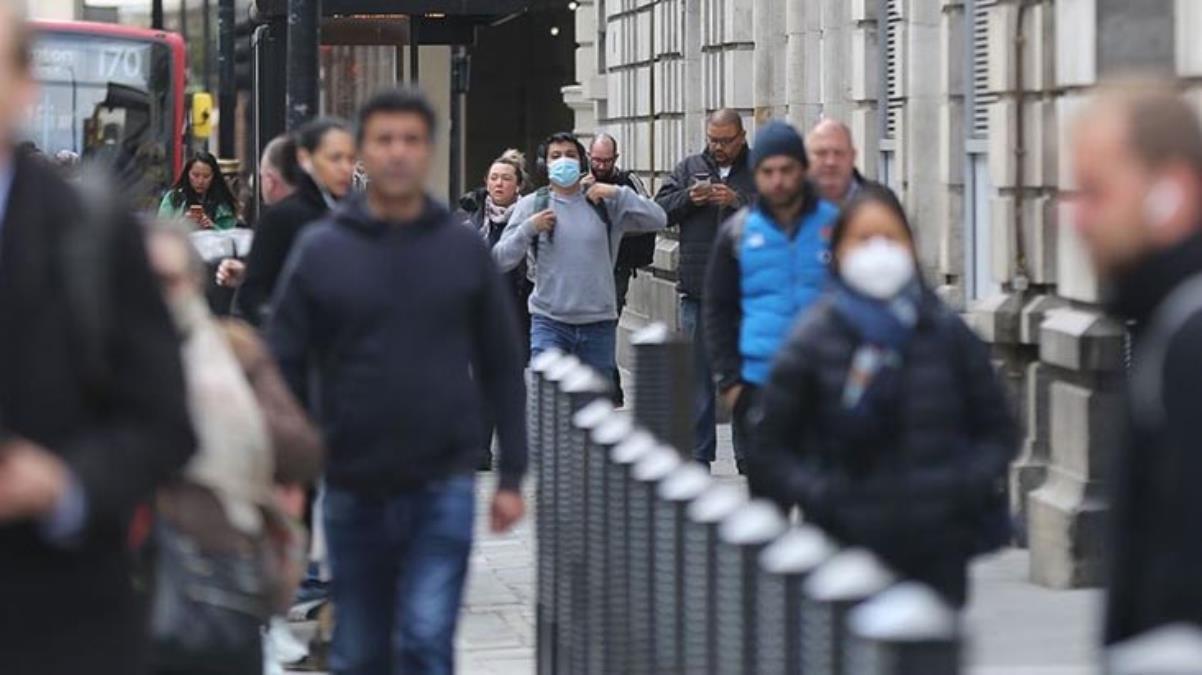 Nüfusunun yüzde 36'sını aşılayan İngiltere'de Kovid-19 vakaları artışa geçti