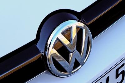 Otomobil devi Volkswagen 70 yıllık logosunu değiştiriyor!