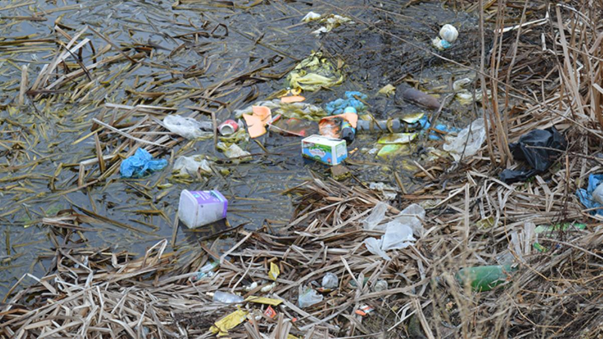 Para ödememek için çöplerini döktükleri mahallenin sakinleri isyan etti